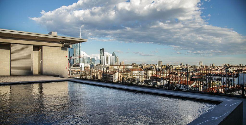 Geniet van het prachtige zwembad of op het terras met een panoramisch uitzicht