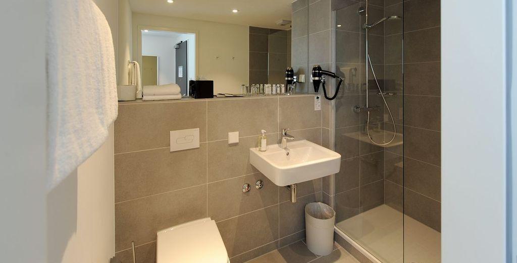 Uitgerust met een moderne badkamer
