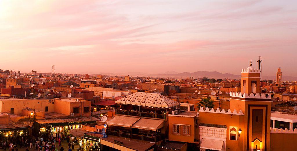 Ga op verkenning in de stad met het bekende Djemaa el Fna plein