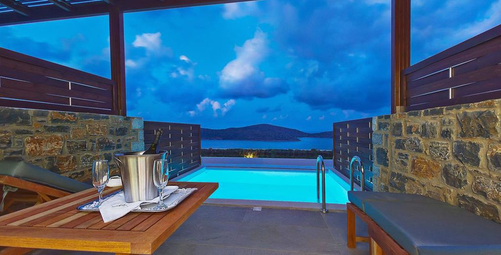 Of ga voor totale luxe met een Deluxe Kamer met privézwembad en zeezicht!