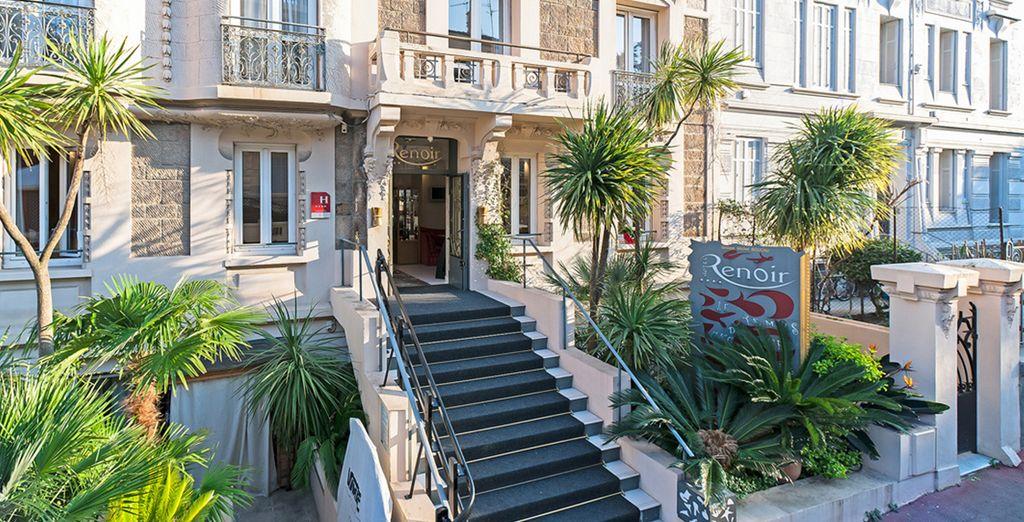 Beklim de trappen van het 4* Hotel Renoir