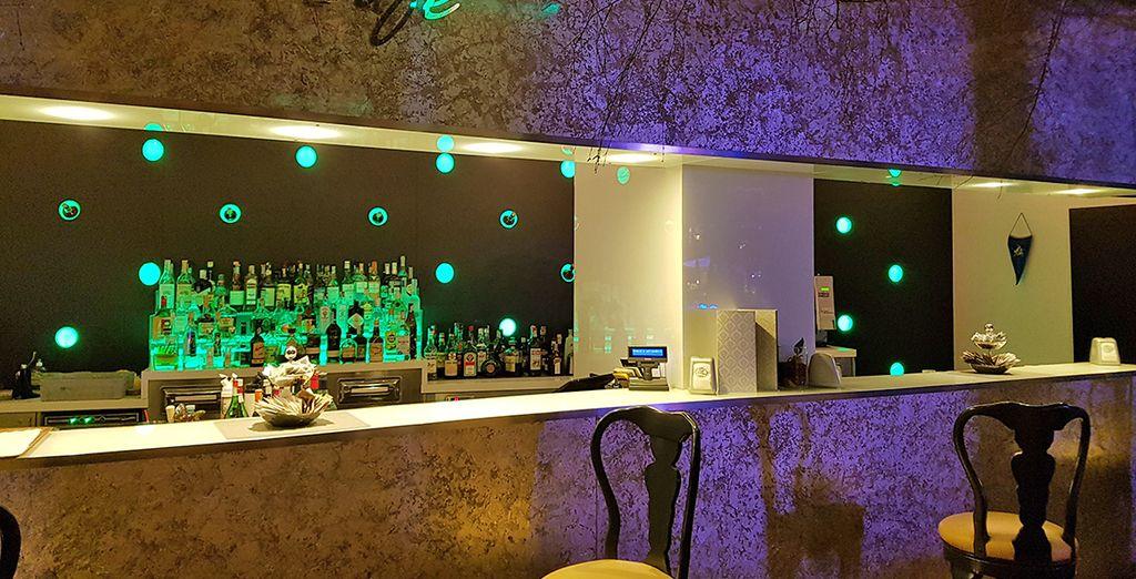 Trakteer uzelf op een aangename pauze met een drankje aan de bar