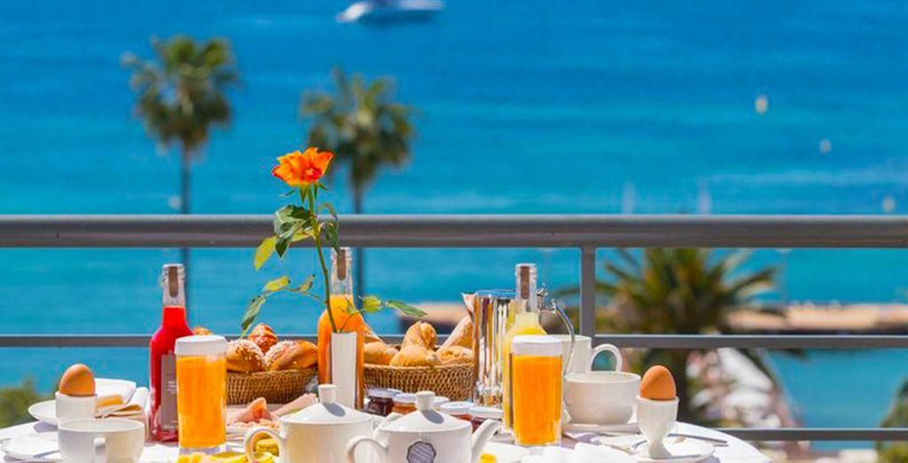 Geniet van het heerlijke ontbijt dat u wordt aangeboden