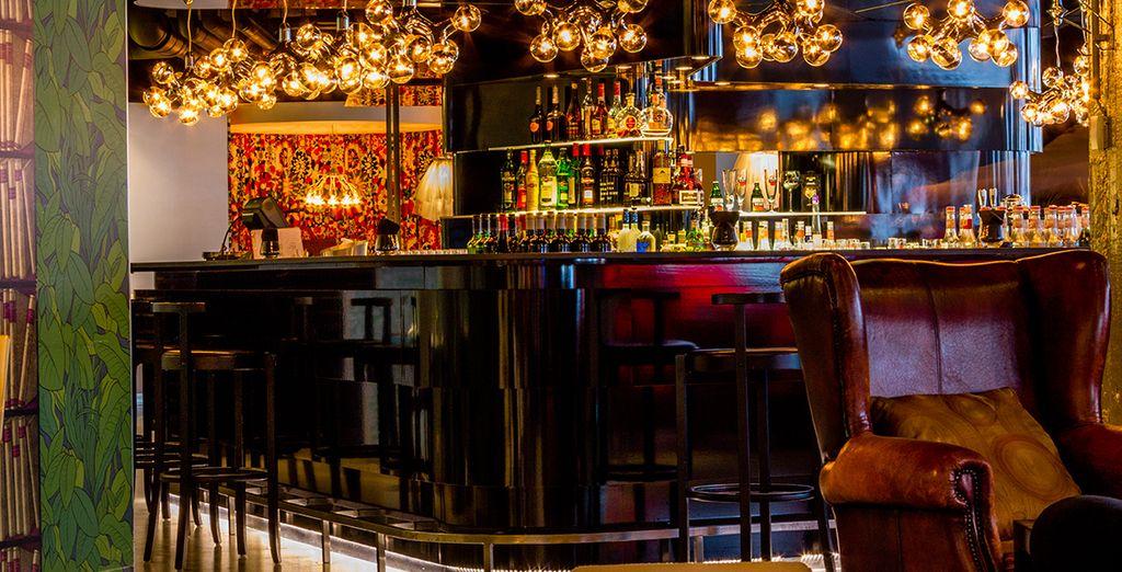 En neem een drankje aan de bar...