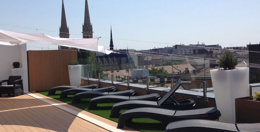 Op het dak van het hotel vindt u een terras