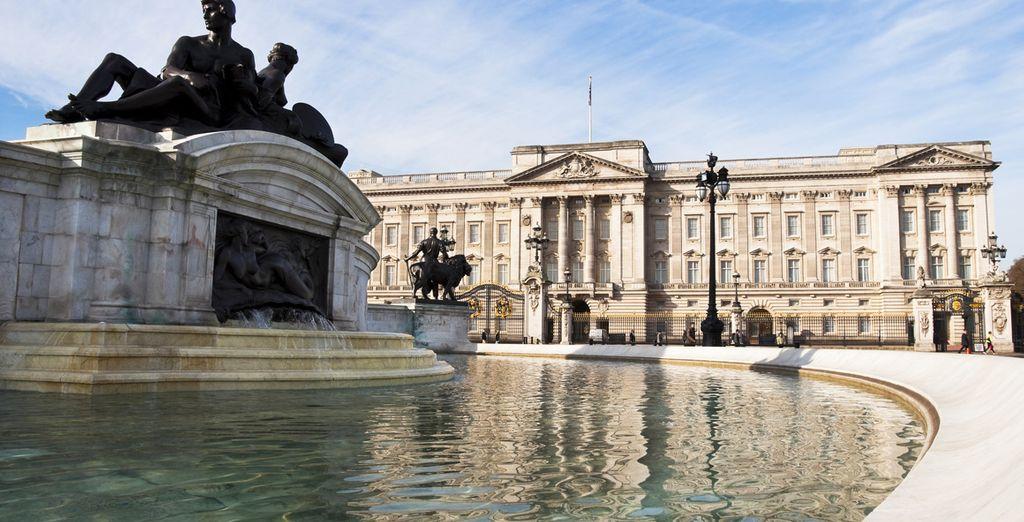 Breng een bezoekje aan Buckingham Palace...