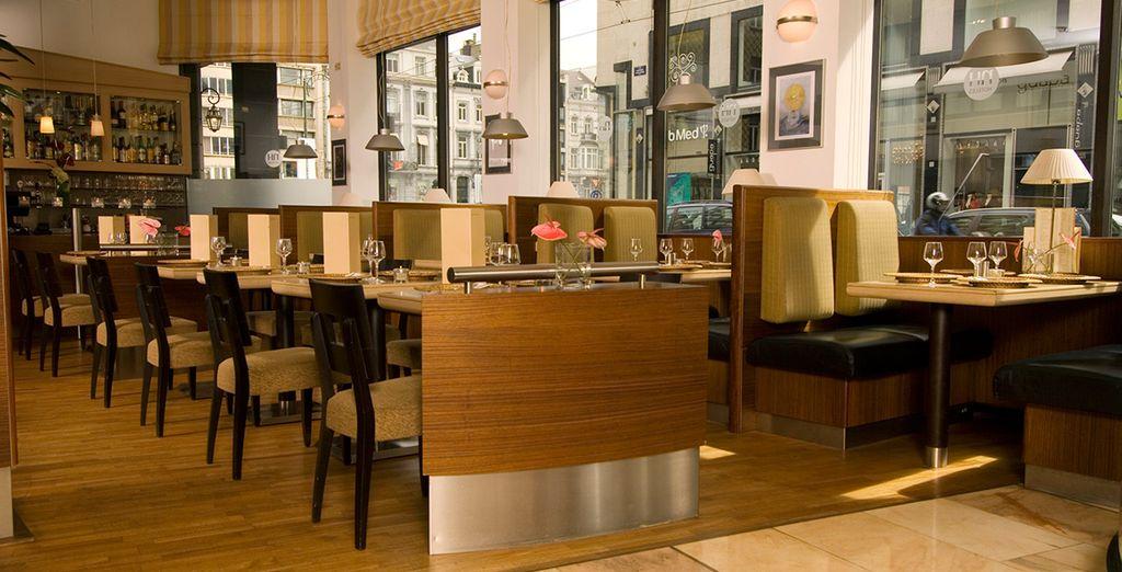 Kom tot rust in de bar van het hotel na een actieve dag sightseeing