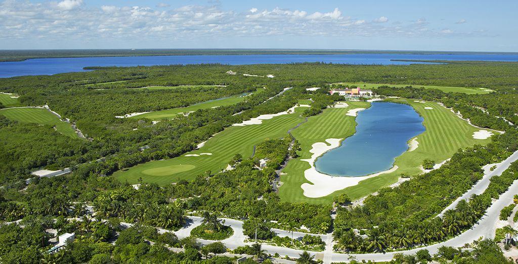 De golfbaan ligt aangrenzend aan het resort