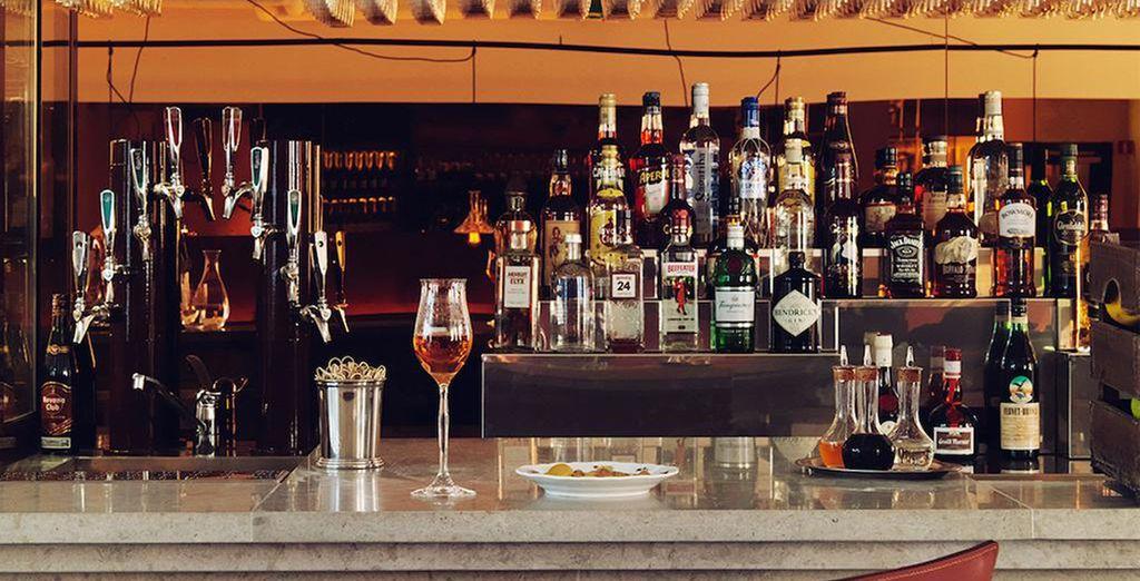 En kies een lekkere cocktail aan de bar