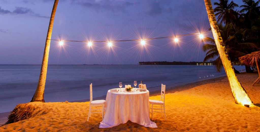 In the evening, share a romantic dinner with your other half