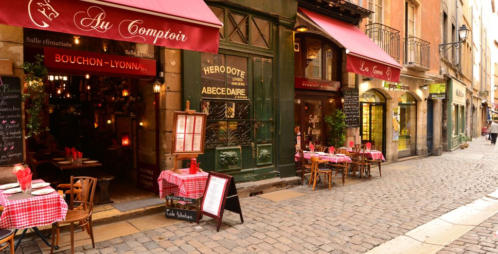 Make yourself comfortable in a typical Lyon bistro
