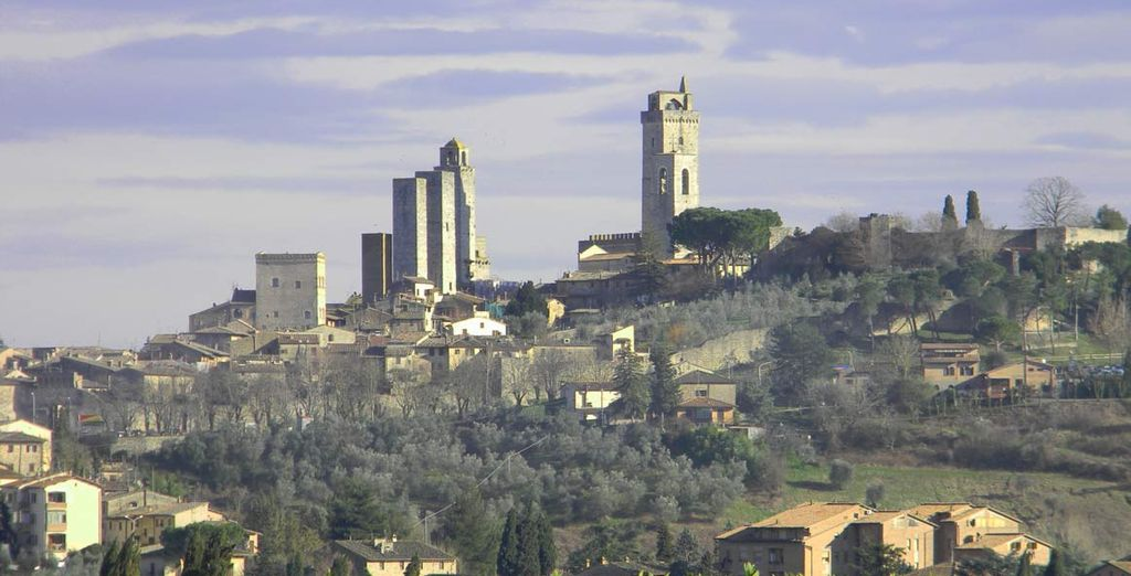 Stunning views of the medieval city of San Gimignano and of its countryside