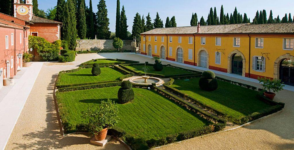 Enjoy a stay at Villa Cordevigo Wine Relais 5 *