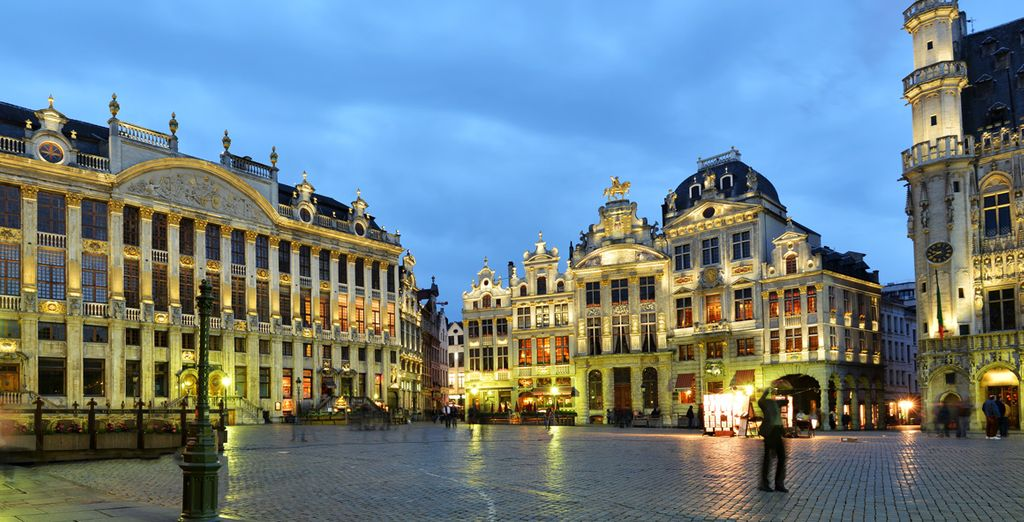 Before visiting the famous Grand Place in the city