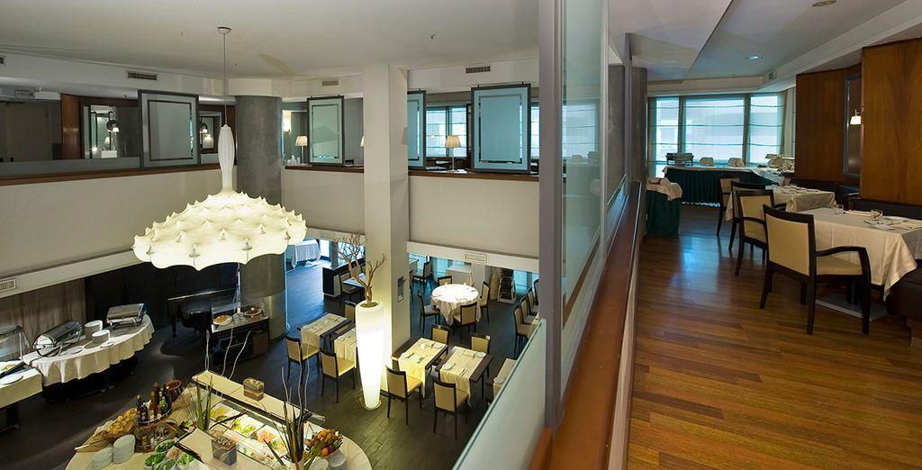 Holiday Inn Naples 4* - modern hotel in Naples