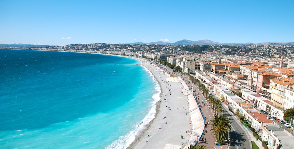 You are perfectly placed to explore the sweeping sands of Nice