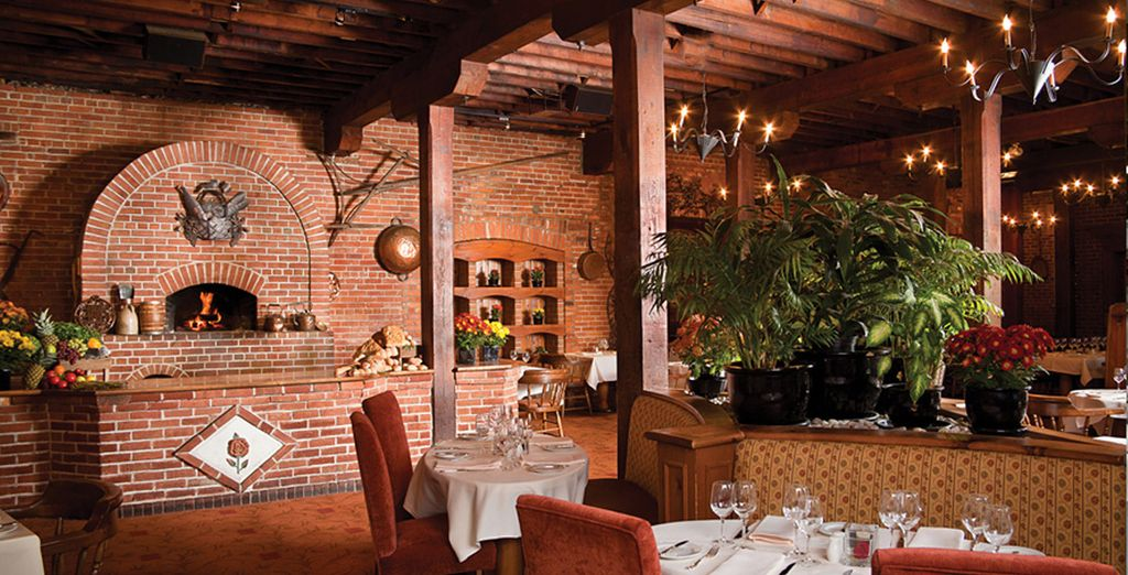 Savour delicious meals in the restaurant