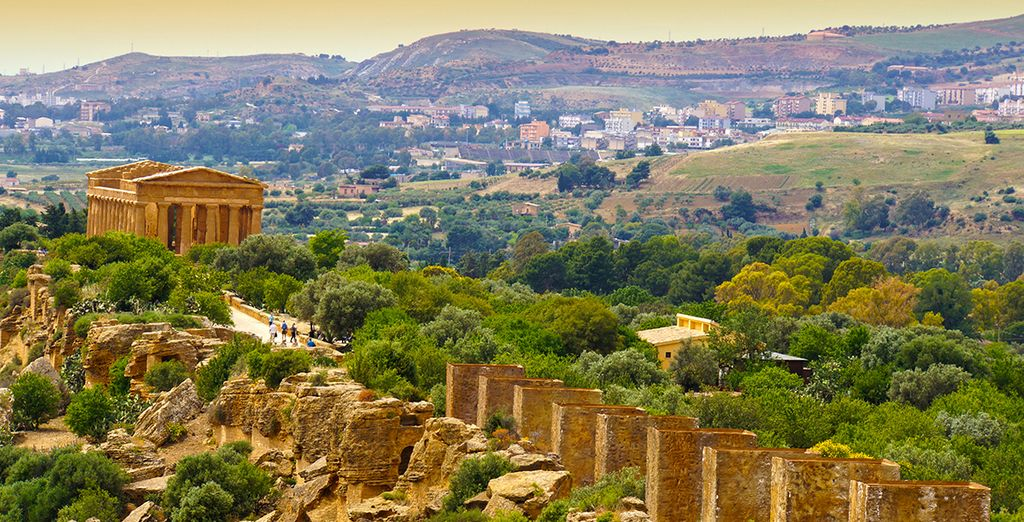 Or the ancient marvels of Agrigento (40 km)