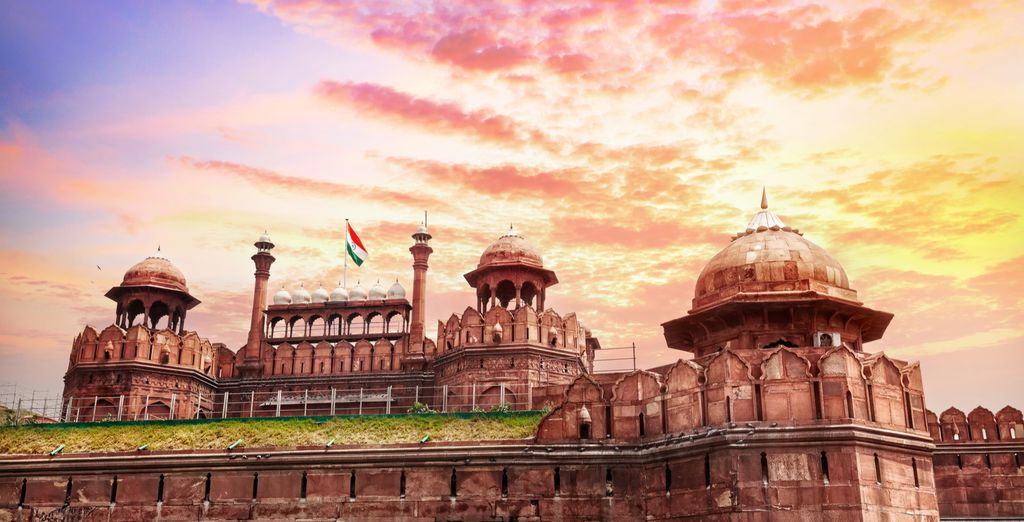 Start your trip soaking up the sights & sounds of Delhi