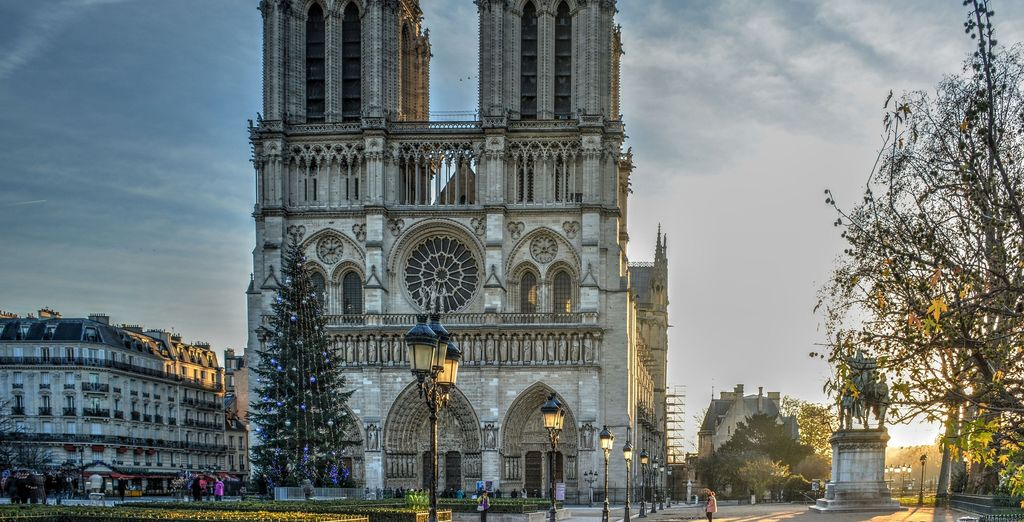 Discover beautiful French monuments in Paris