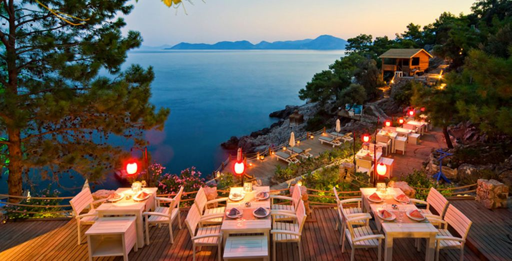 Dine in the restaurant in the evening