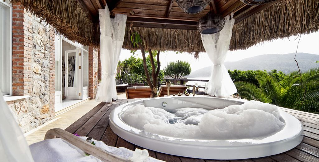 Bathe in your private Jacuzzi overlooking the ocean at this romantic hideaway
