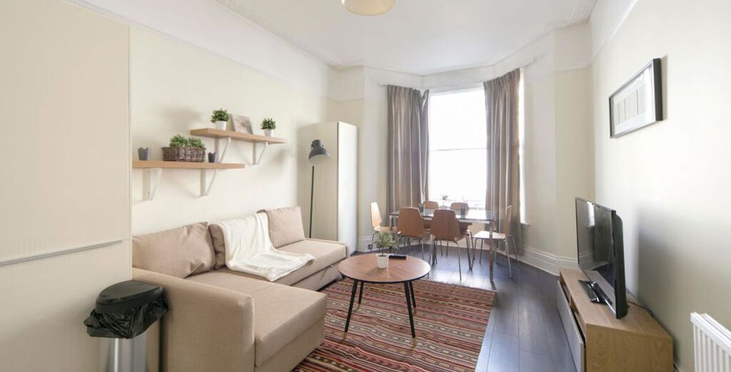 Apartment 1: The 1st apartment is located in the heart of Earl's Court