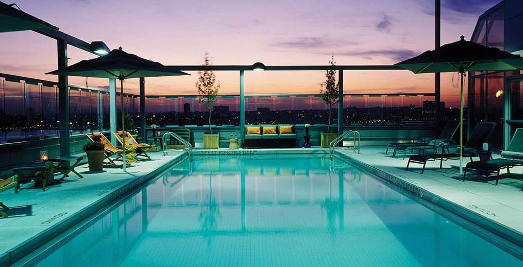 The heated rooftop pool offers amazing views all year round... - Gansevoort Meatpacking 4* New York