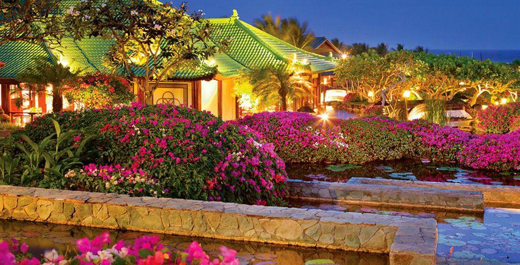 To the colourful 5* resort of Grand Hyatt Bali