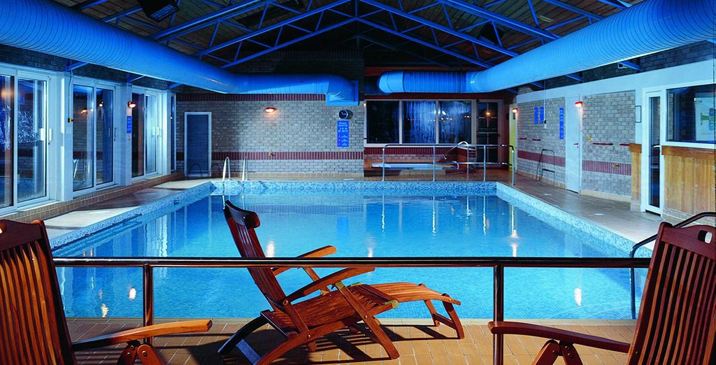 Or take advantage of the spa pool, jacuzzi and gym