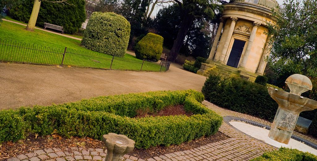 Close to Royal Leamington Spa, you can discover this beautiful & historic town
