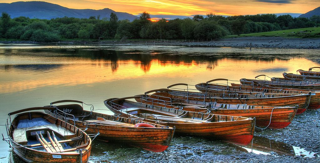 Tour around the Lake District in boat