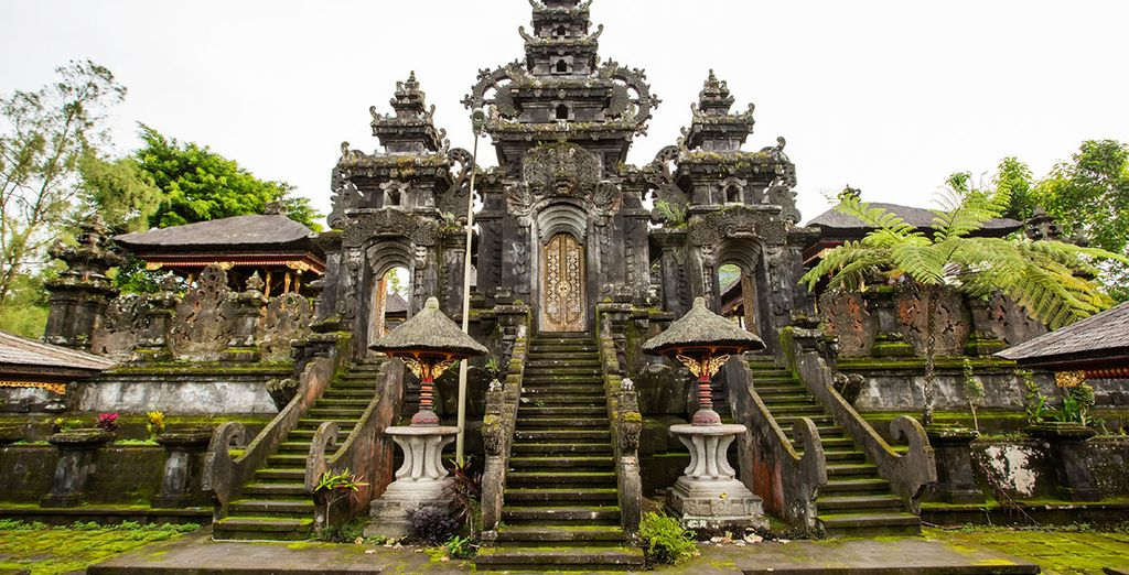 ...Discover the majesty of Indonesia at Besakih...