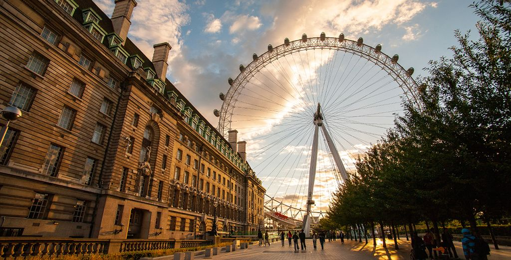 Explore the capital's iconic architecture...