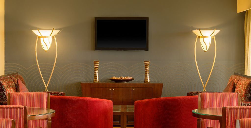And receive exclusive benefits such as happy hour at the Club Lounge