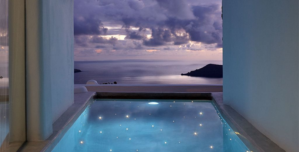 Watch night fall in this romantic hideaway - Iliovasilema Suites 4* Imerovigli