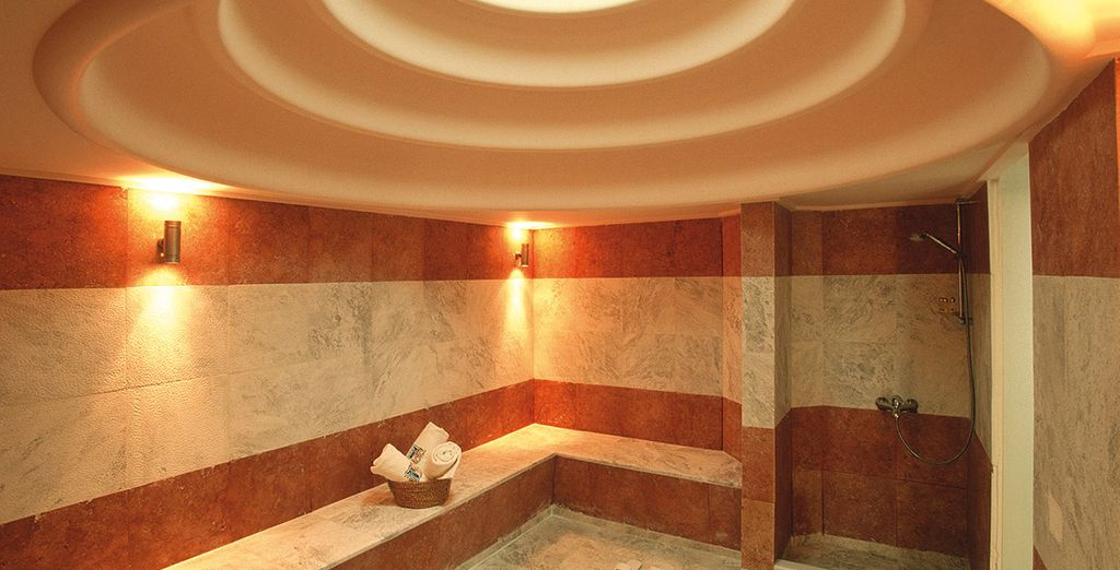 Or unwind at the spa, where our members can enjoy a complimentary 20 minute massage