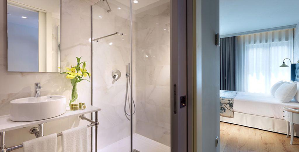 An en suite bathroom