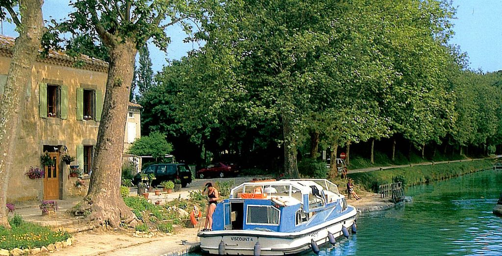 To digest, stroll along the famous Canal du Midi