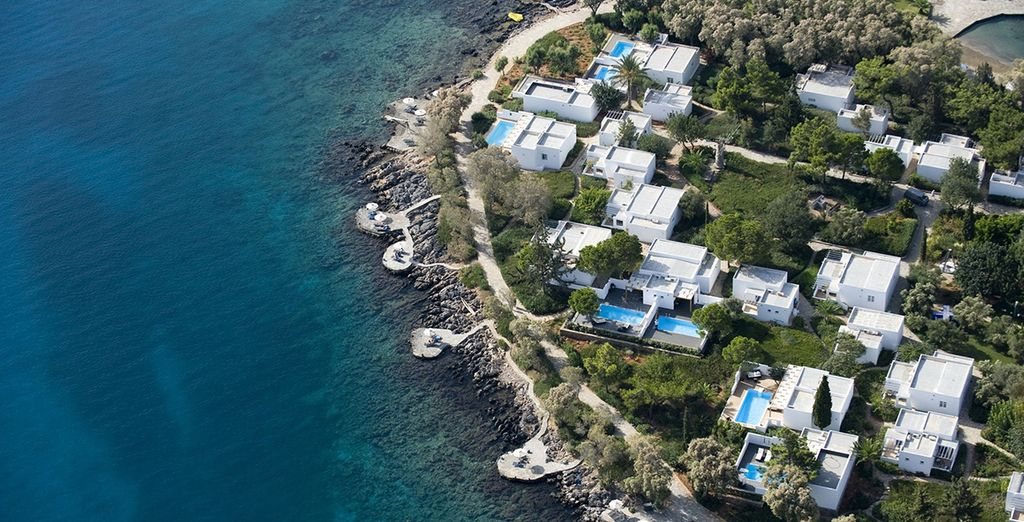 Set in an enviable position on the Bay of Elounda