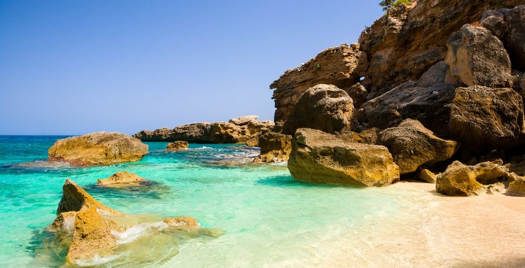 And easy access to some of the most beautiful beaches on the island of Sardinia