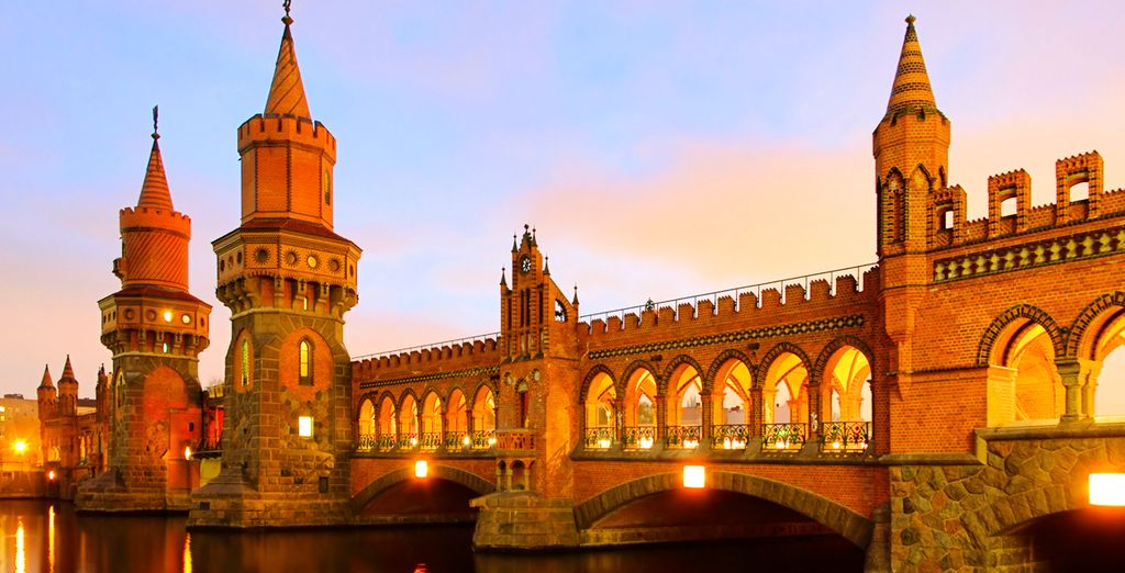 Stroll along the Oberbaum Bridge
