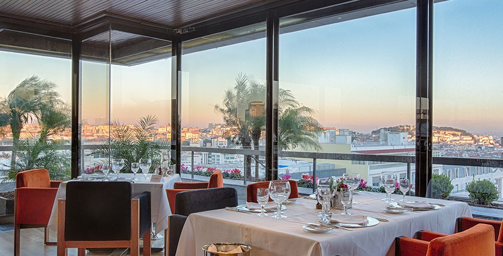 Dine with panoramic views of Lisbon - Altis Grand Hotel 5* Lisbon