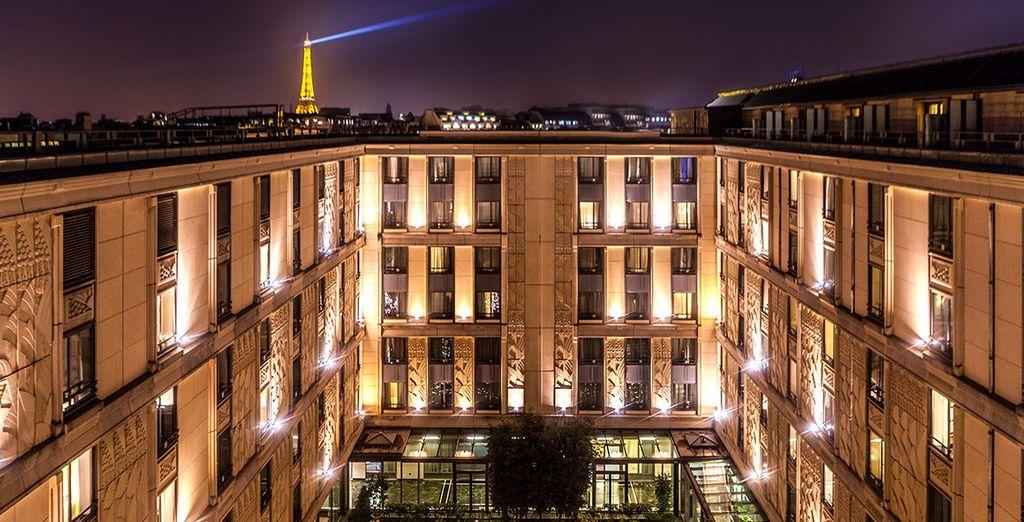 An impressive, grand exterior - L'Hotel du Collectionneur 5* Paris