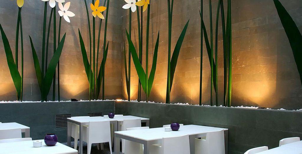 Admire the decor