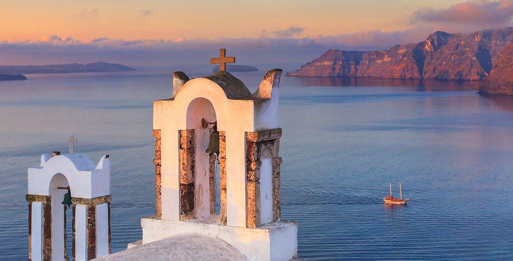 Discover Santorini's spectacular scenery