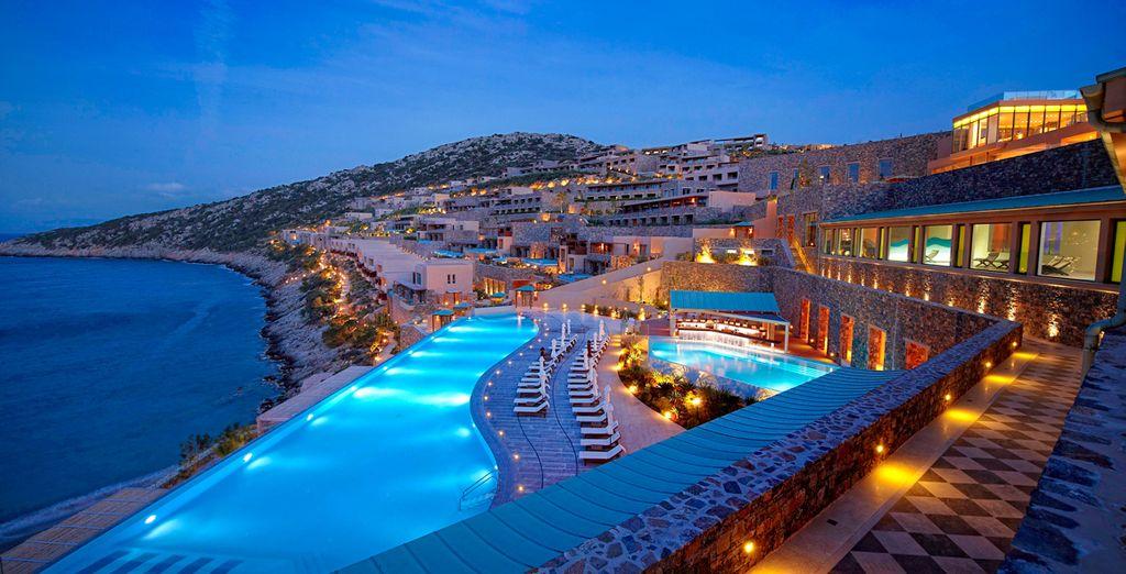 A spectacular resort overlooking the ocean