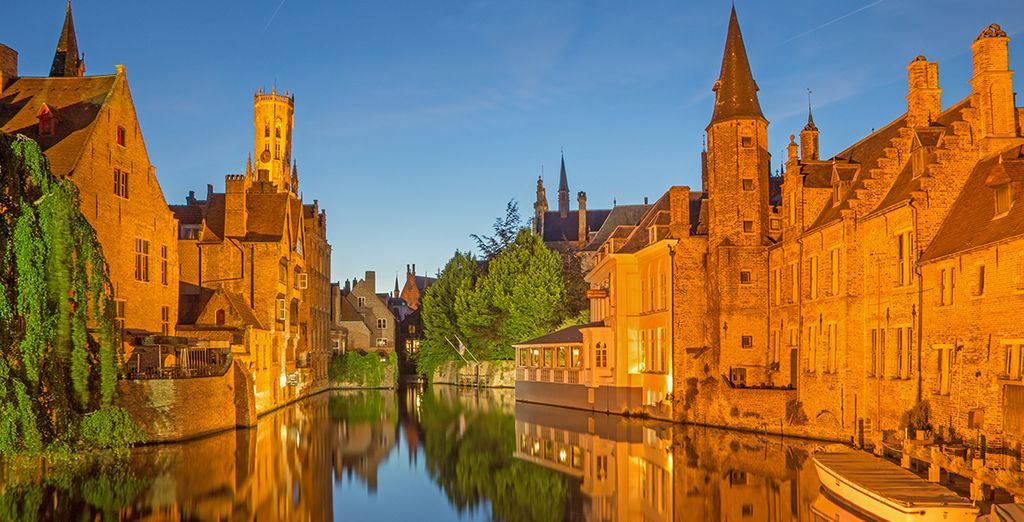 Discover the city's distinctive architecture  - Oud Huis de Peellaert 4* Bruges