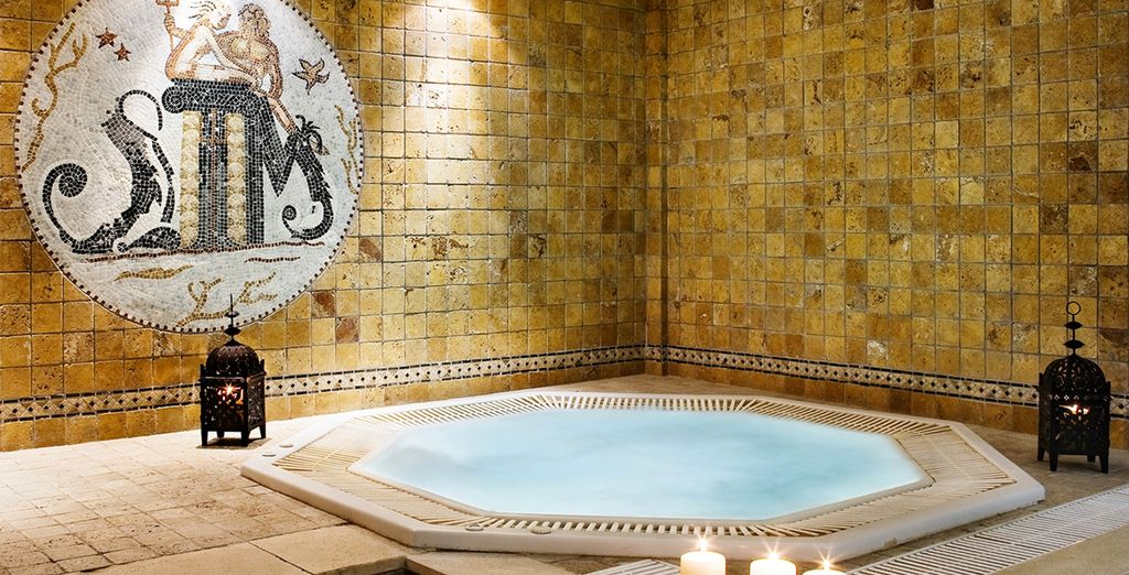 And steam bath & jacuzzi