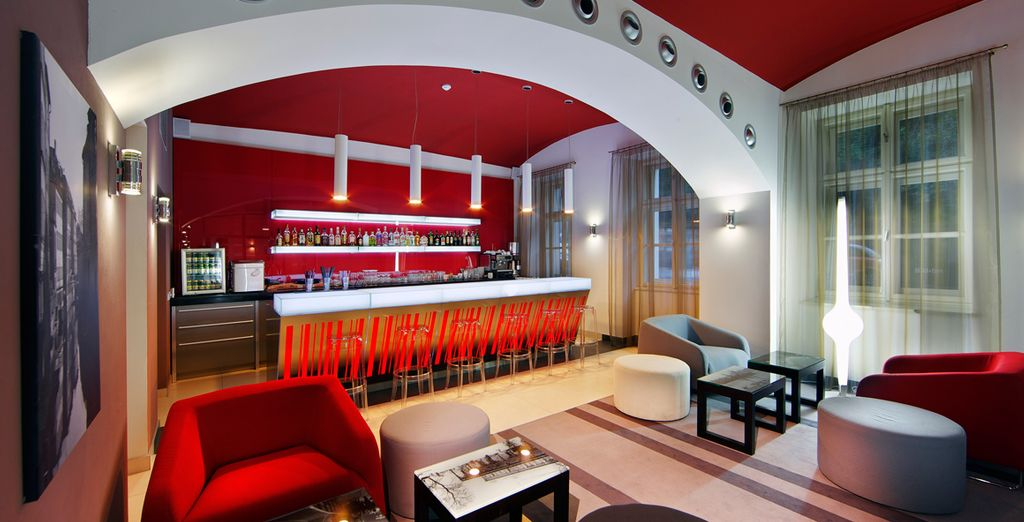 Return to the calmness of the lounge bar...